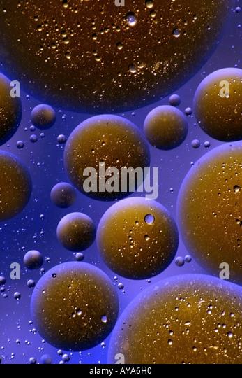 Drops of oil in water, macro - Stock-Bilder