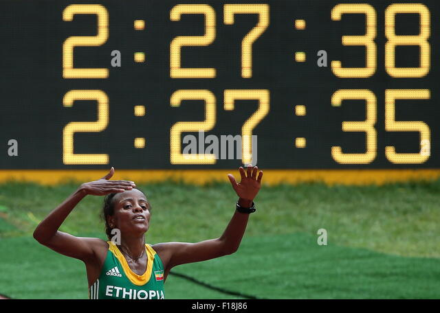 Beijing, China. 30th Aug, 2015. Ethiopia's Mare Dibaba wins a gold medal in the women's marathon final on - Stock-Bilder