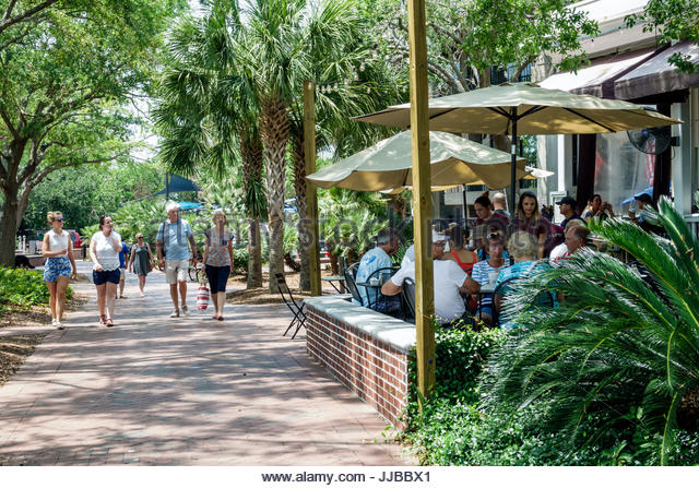 South Carolina Beaufort Historic Downtown Waterfront Park stores shops Plums Restaurant cafe dining al fresco outside - Stock Image