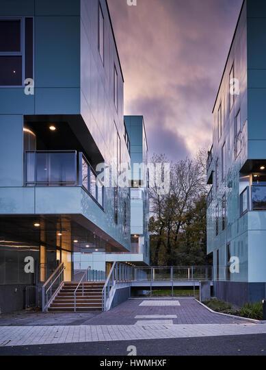 Dusk view of exterior showing stairway and walkway. Dunluce Apartments, Ballsbridge, Ireland. Architect: Derek Tynan - Stock-Bilder