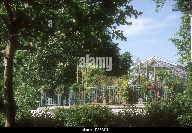 parc de bercy stock photos parc de bercy stock images alamy. Black Bedroom Furniture Sets. Home Design Ideas