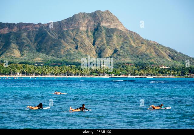 Waikiki Beach Honolulu Hawaii Hawaiian Oahu Pacific Ocean Waikiki Bay Diamond Head Crater extinct volcano mountain - Stock Image