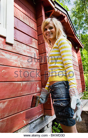 Girl painting house - Stock-Bilder