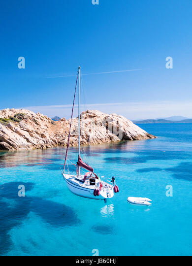 Aerial view of a sail boat in front of Mortorio island in Sardinia. Amazing beach with a turquoise and transparent - Stock Image