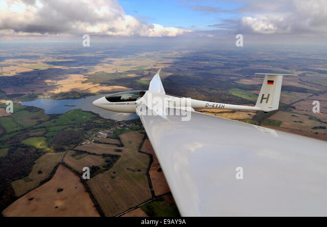 Glider or sailplane, type ASH 26 E, updrafts stretching to the horizon, thermal energy roads, Wismar - Stock Image