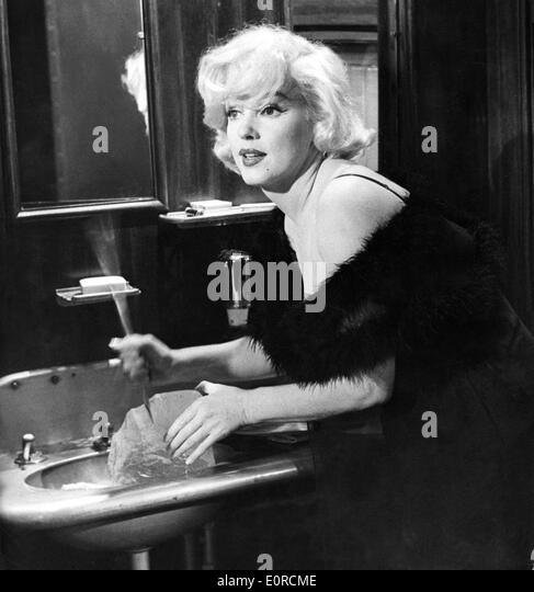Starlet Marilyn Monroe during a break in shooting of 'Some Like it Hot' - Stock Image