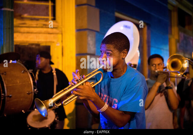 A Jazz band performing on Frenchmen Street. New Orleans, Louisiana - Stock Image