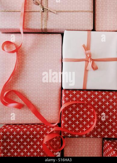 Wrapped presents in pink and red gift wrap with ribbon - Stock-Bilder