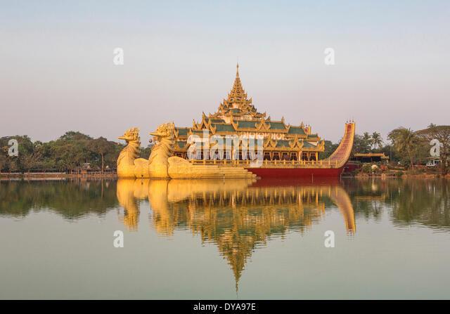 Myanmar Burma Asia Paya Yangon Rangoon Kandawgyi Floating architecture colourful famous flowers image lake reflection - Stock-Bilder