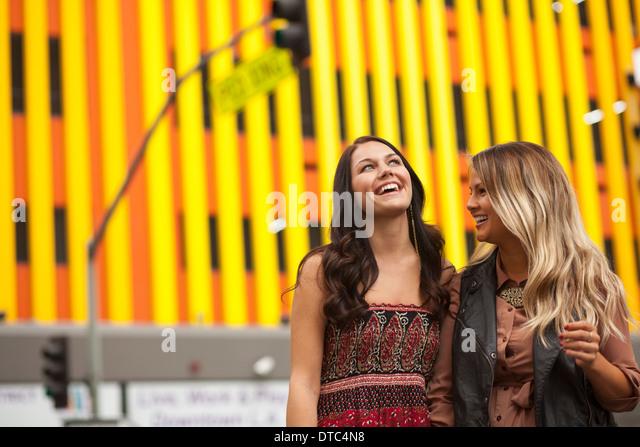 Young women enjoying city life - Stock Image