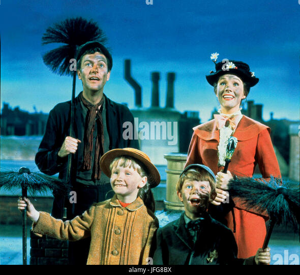 KAREN DOTRICE MATTHEW GARBER DICK VAN DYKE & JULIE ANDREWS MARY POPPINS (1964) - Stock Image