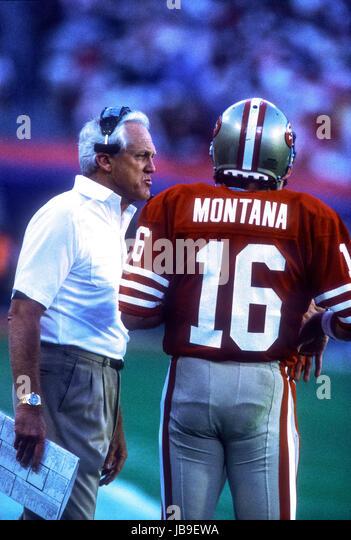 Joe Montana San Francisco 49ers quarterback with head coach Bill Walsh at the 1989 Super Bowl - Stock-Bilder