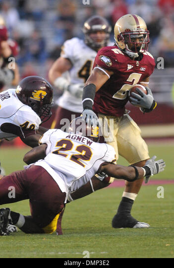 Oct. 31, 2009 - Chestnut Hill, Massachusetts, U.S - 31 October 2009: Central Michigan's John Carr (40) and Vince - Stock Image