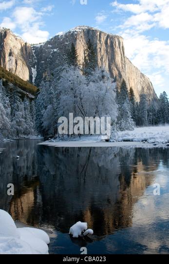 El Capitan along the Merced River in winter, Yosemite National Park, CA. - Stock Image