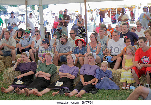 Pennsylvania Kutztown Kutztown Folk Festival Pennsylvania Dutch folklife heritage tradition performance tent man - Stock Image