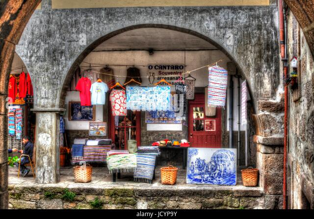 Colorful cloth and gift shop with Archway in Ribeira District , Porto, Portugal, Europe - Stock-Bilder