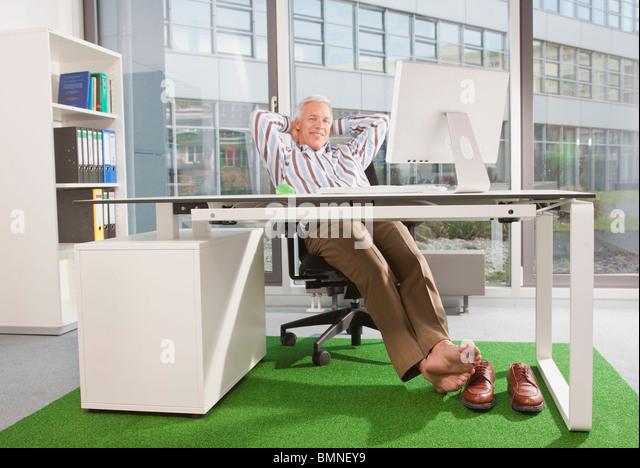 Man in an office with green carpet - Stock-Bilder