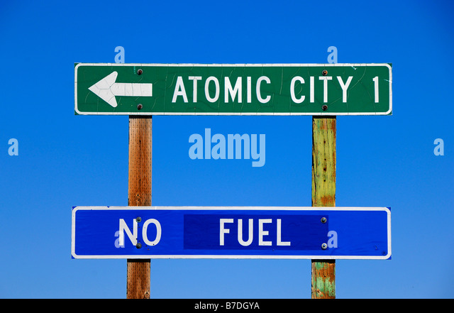 Humorous road sign near the town of Atomic City in Idaho, United States of America - Stock-Bilder