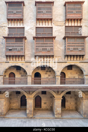 Facade of caravansary (Wikala) of Bazaraa, with vaulted arcades and windows covered by interleaved wooden grids - Stock Image