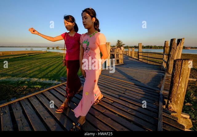 Burma, Myanmar, Amarapura, teakwood U Bein bridge over the Taungthman lake - Stock-Bilder