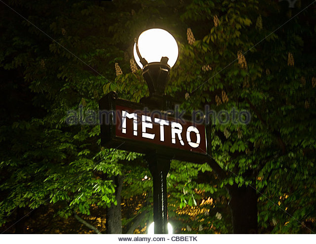 Metro sign on streetlight in Paris - Stock Image
