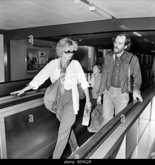 Joanna Lumley with her son and a friend seen leaving Heathrow Airport today for Canada. August 1977 77-04381-001 - Stock Image