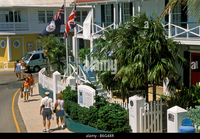 Grand Cayman George Town tourists shopping near Cayman Islands Museum and cruise dock - Stock Image