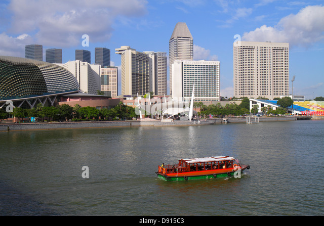 Singapore Singapore River Marina Bay Esplanade Theatres on the Bay theatre outdoor theater water taxi cruise boat - Stock Image