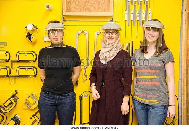 Women wearing protective gear in workshop - Stock-Bilder