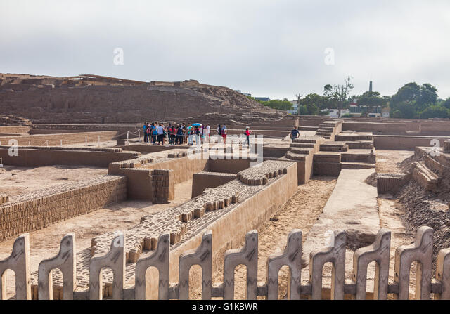 People visiting the Huaca Pucllana site in the Miraflores district of Lima - Stock Image