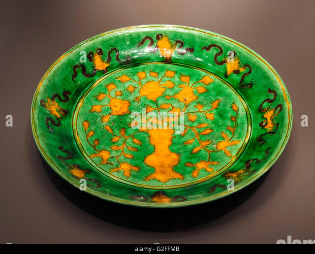 Polychrome porcelain dish with gently rounded sides and flared rim, Wanli Emperor, Ming Dynasty, 1573-1620, British - Stock Image