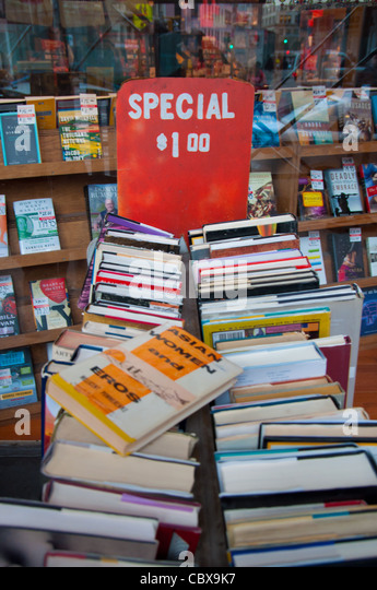 Used books for sale in Strand Bookstore - Stock Image