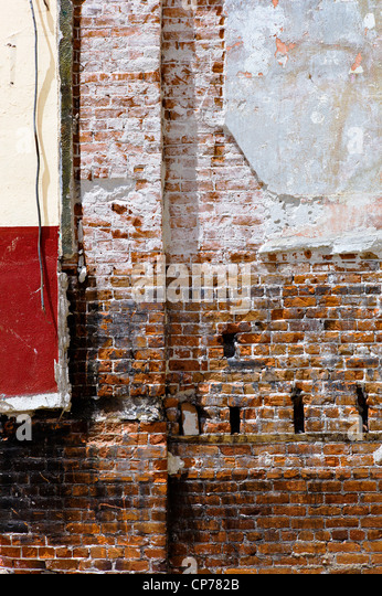 Interior walls and structure of the historic Unique Theater are exposed in partial decay, Salida, Colorado, USA - Stock-Bilder