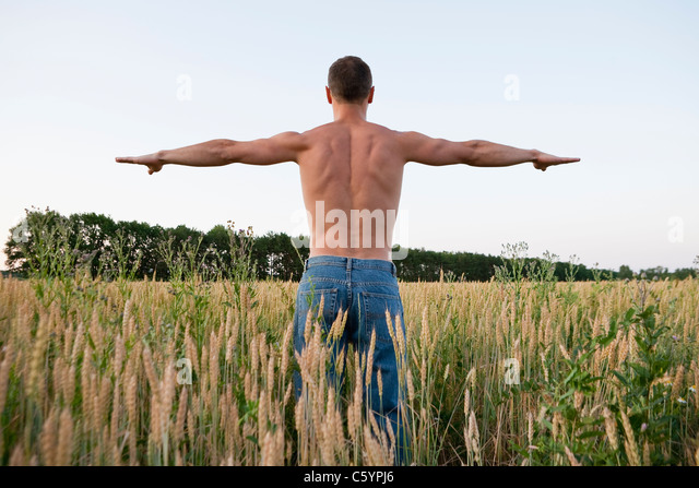 Russia, Voronezh, man exercising in field - Stock Image