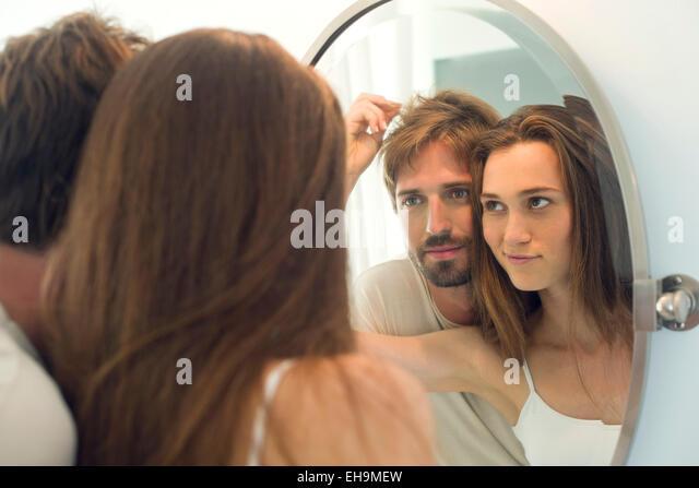 Woman suggesting husband needs haircut - Stock-Bilder