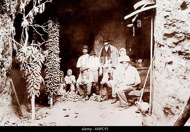 Archive photograph of family with corn cobs. The Molino De Gofio ethnographic museum in Hermigua, La Gomera, Canary - Stock-Bilder