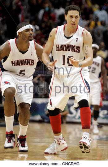 Josh Smith Touching Mike Bibby - AnabolicMindscom