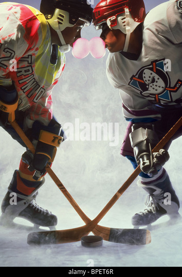 ICE HOCKEY FACE-OFF D2: THE MIGHTY DUCKS; THE MIGHTY DUCKS 2 (1994) - Stock Image