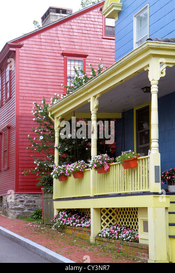 Rhode Island Newport John Street house home front porch flowers door Americana blue red - Stock Image