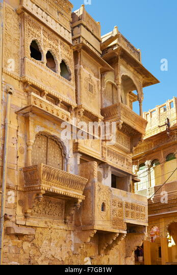 Decorated carvings in old haveli (mansion) in Jaisalmer, Rajasthan, India - Stock-Bilder