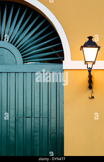 Green door and lamp, Museo de San Juan (San Juan Museum), Old San Juan, Puerto Rico - Stock Image