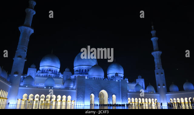The beautifully lit huge grand mosque in Abu Dhabi, United Arab Emirates. - Stock Image