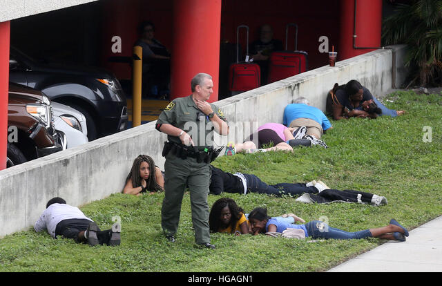 City, FL, USA. 6th Jan, 2017. First responders secure the area outside the Fort Lauderdale-Hollywood International - Stock Image