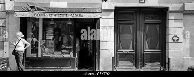 Metro station in paris black and white stock photos - Comptoir des cotonniers avenue louise ...