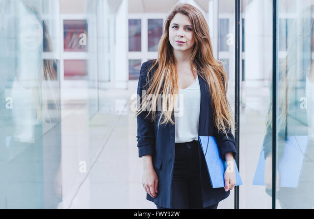 portrait of business woman looking at the camera - Stock-Bilder