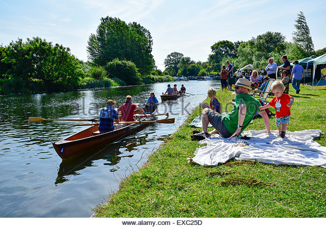 Hemingford Grey, Huntingdon, Cambridgeshire, UK. 11th July, 2015. Hemingfords' Regatta. Competitors take part - Stock-Bilder