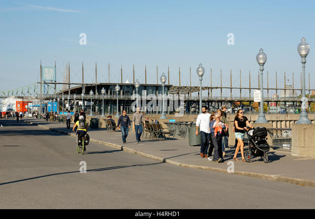 People on the Promenade des Artistes with Jacques Cartier Pavilion in back, Old Port of Montreal, Quebec, Canada - Stock-Bilder