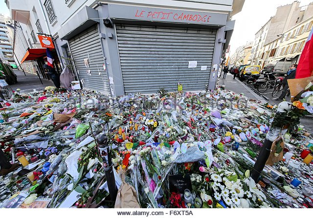Paris, France. novembre 21st, 2015. FRANCE, Paris: A mountain of flowers are offered to mourn the victims of the - Stock Image