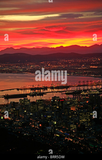 Sunrise over the city and harbour of Cape Town - Stock Image