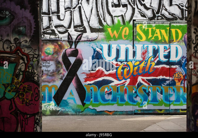 London, UK. 5th June, 2017. Graffiti on the South Bank reads ' We Stand United With Manchester' following - Stock Image